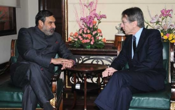 The Foreign Affairs Minister of Italy, Guilio Terzi meeting the Union Minister for Commerce & Industry and Textiles, Anand Sharma