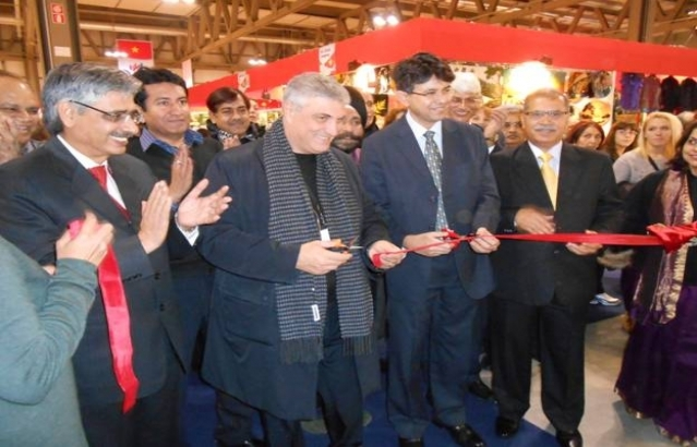 LEFT TO RIGHT – PRESIDENT OF THE FAIR, CG OF INDIA IN MILAN AND MR. VERMA – DIRECTOR, EPCH
